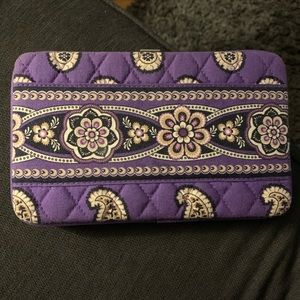 Like new Vera Bradley Purple clasp wallet